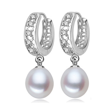 White Pearl Earring With Crystal