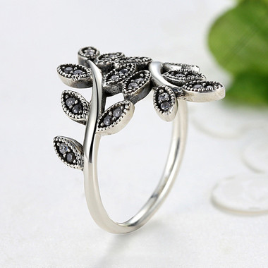 WHITE ZIRCON SILVER RING - MAGIC FOREST