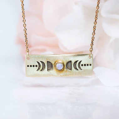 MOONSTONE BAR NECKLACE - MOON CYCLE