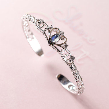 MOONSTONE CUFF - DELICATE CROWN