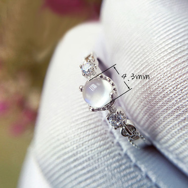 MOONSTONE RING - LUXURIOUS